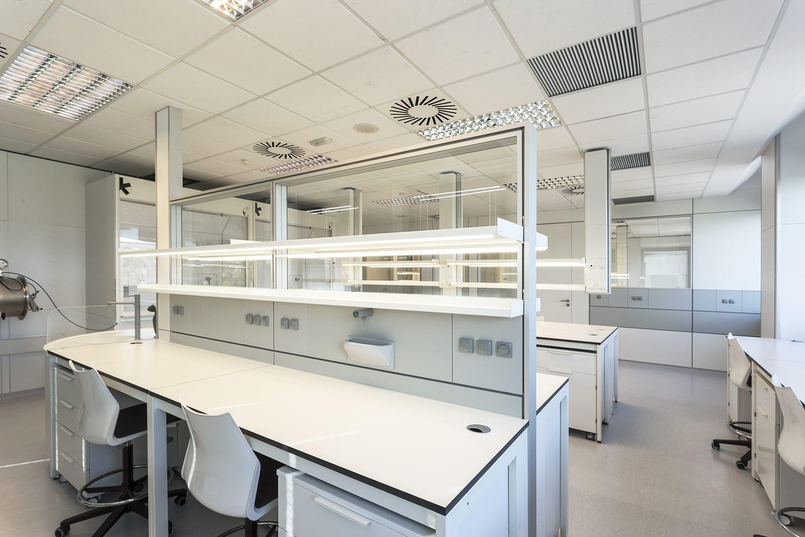 Mobiliario de laboratorio hiblab mobiliario reformas for Mobiliario de diseno